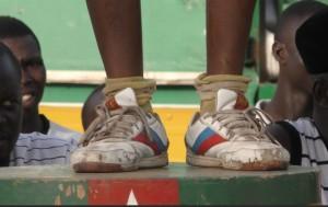 Capture d'écran: chaussures de course d'un cycliste togolais